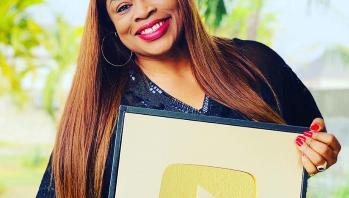 Sinach Receives A Gold Plaque From YouTube